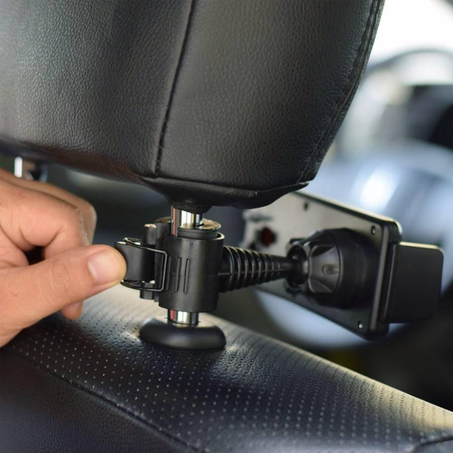 installation-support-tablette-appui-tete-voiture