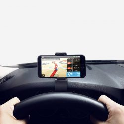 Support GPS affichage tête haute pour tableau de bord de voiture.