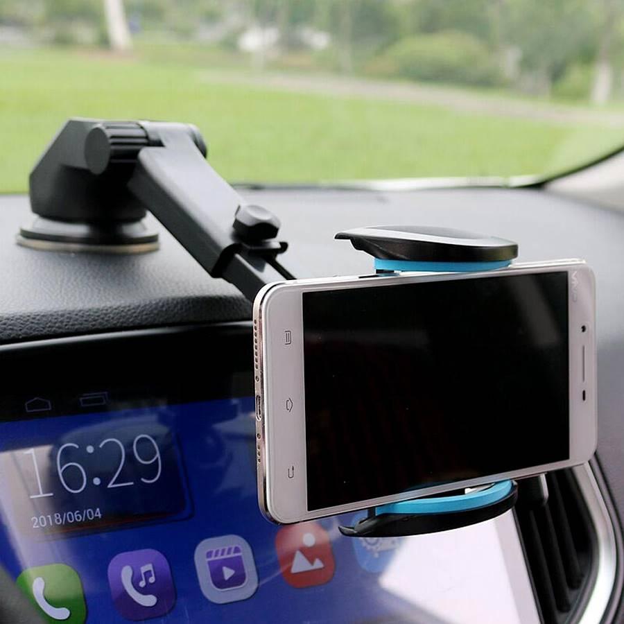 Support téléphone fixé avec la ventouse qui maintient un téléphone en mode paysage.